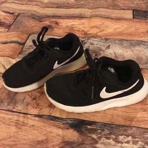 Boys Sz 13 black Nike sneakers.